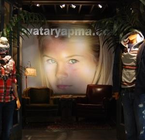 dukkan-vitrine-resim-koyma